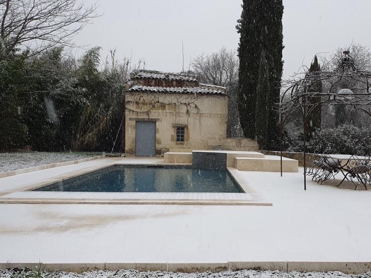 La piscine sous la neige