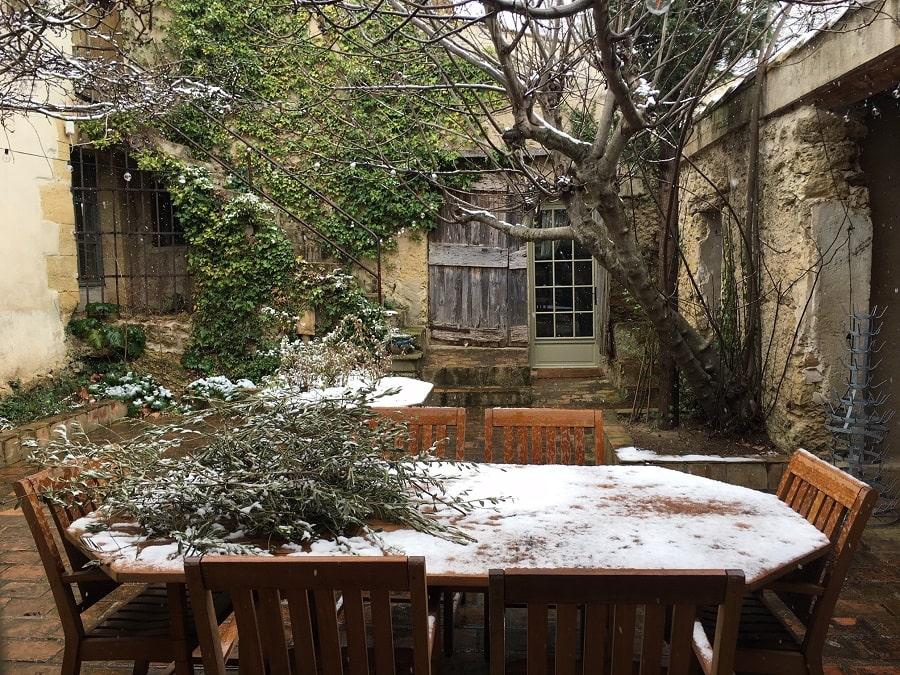 Le patio sous la neige