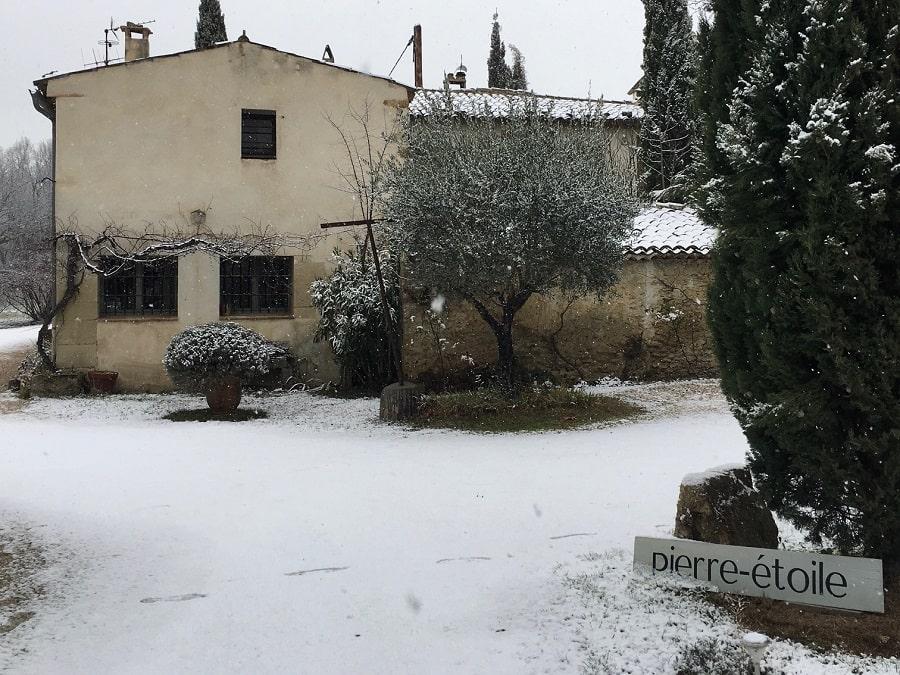 Mas de Provence sous la neige